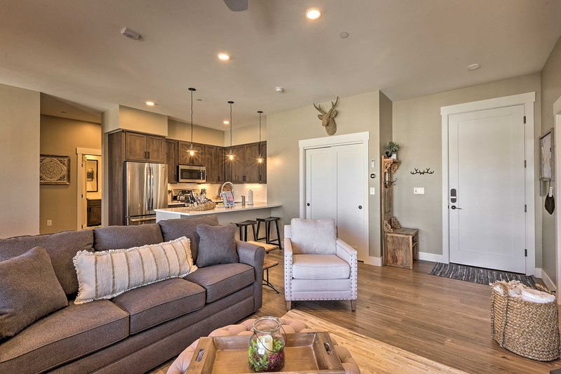 Spend your days slopeside or kick back in this cozy space, the choice is yours!