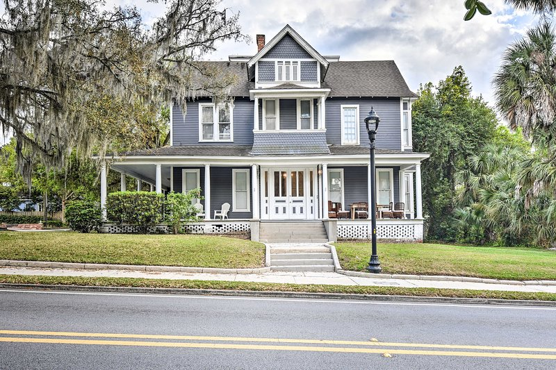 NEW! Victorian Manor: 5 Mi to Silver Springs St Pk, holiday rental in Reddick