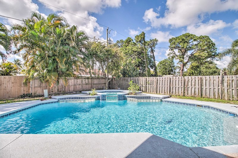 Head south for a stay at this sunny Boynton Beach retreat!