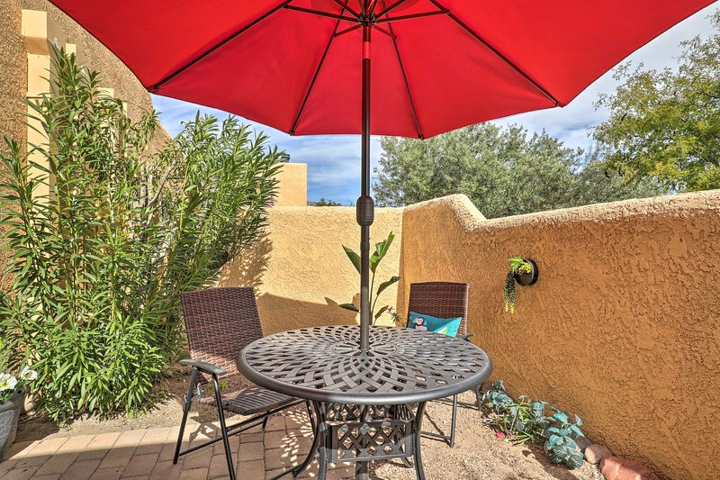 Bring meals outside to dine al fresco and put the umbrella down to stargaze.