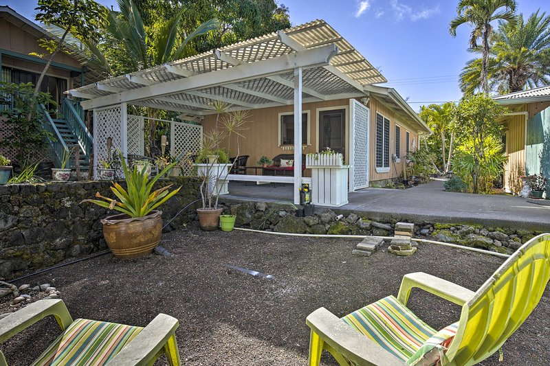 Kona Area Cottage ~ 4 Miles to Magic Sands Beach!, holiday rental in Honalo