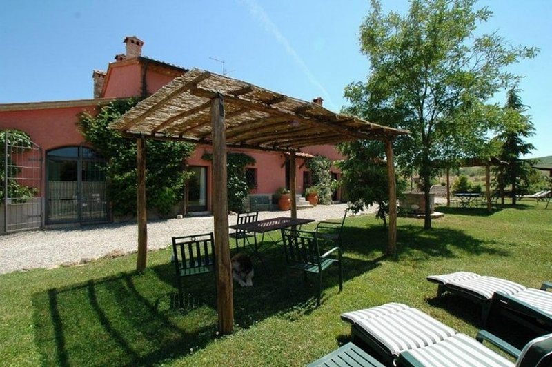 Orcia Valley country house, swimmimg pool, children play ground, table tennis, vacation rental in Bagni di San Filippo