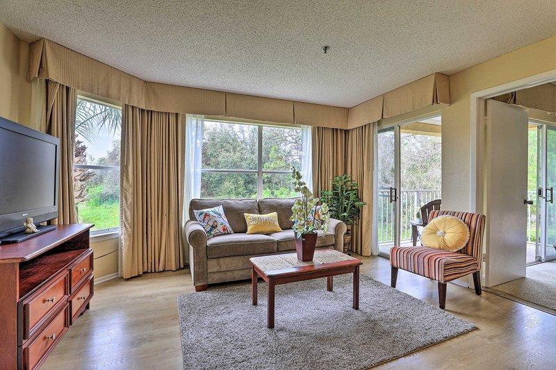 NEW! Family Resort Condo w/Pool, 7 Mi to Universal, holiday rental in Bay Lake