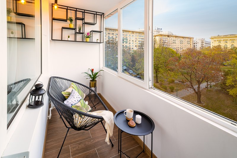 Golden Hour - One Bedroom - Nice Balcony With Heating and Terrace Furniture.