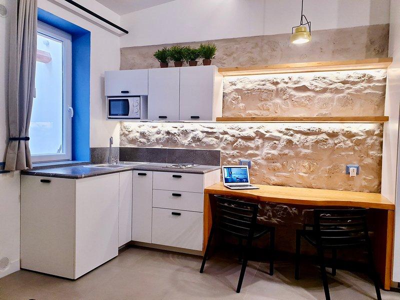 Mediterraneo House, casa indipendente arredata con minipiscina privata., holiday rental in Contessa Entellina