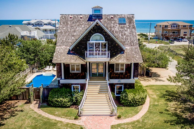 Front Exterior of Nantucket Charm