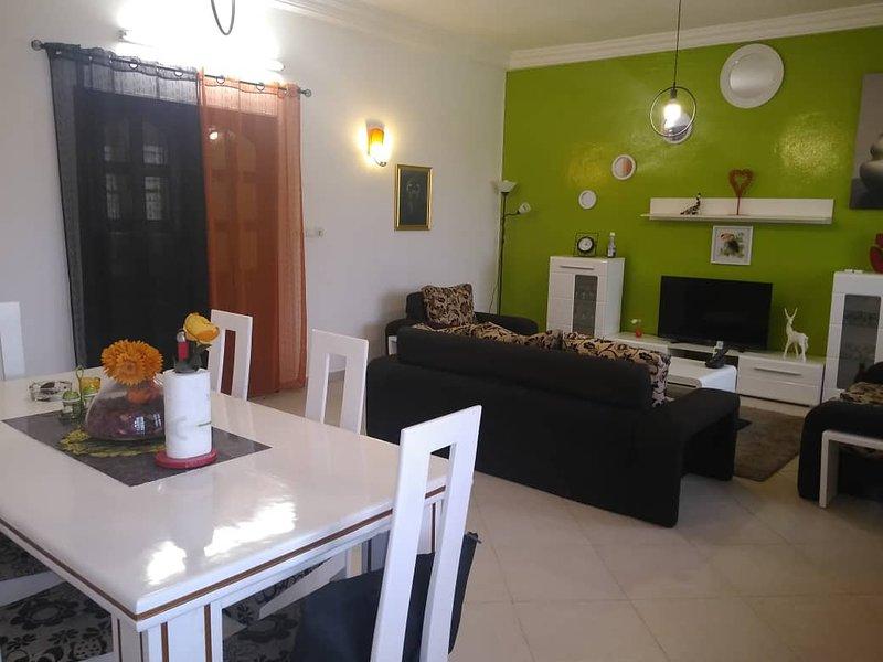 appartement meublé tout confort avec 3 chambres à coucher avec couloir + 1 salon, location de vacances à Oueme Department