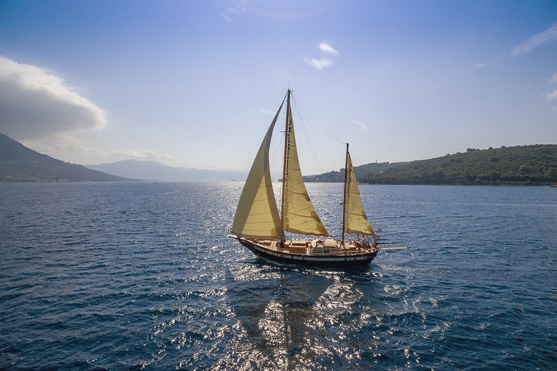 Providenca - Charming cruise on board of vintage and superbly maintained Yacht!, holiday rental in Split
