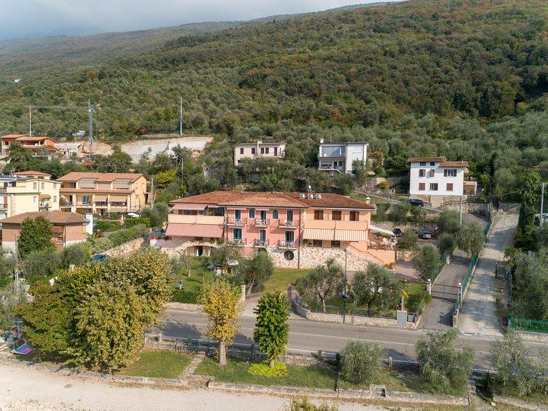 Residence Villa Margherita Camera Matrimoniale Superior Con Terrazzo Lato Lago, Ferienwohnung in Castelletto