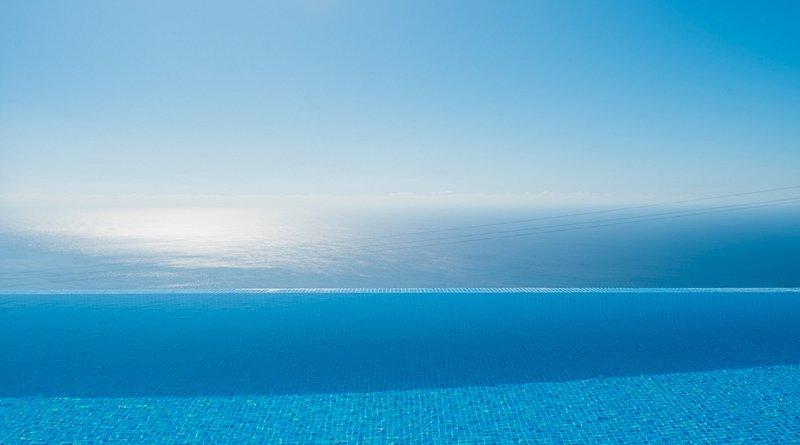 Blue Sea Villa.  Sea view. Private Pool. Walled gardens. Aircon.WIFI. Parking, vacation rental in Faja da Ovelha