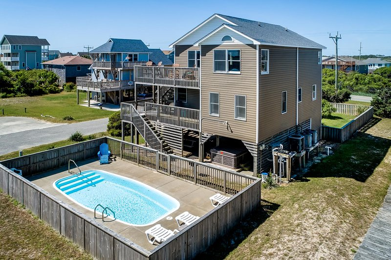 Beachcomber's Paradise | 295 ft from the beach | Dog Friendly, Private Pool, Hot, location de vacances à Nags Head