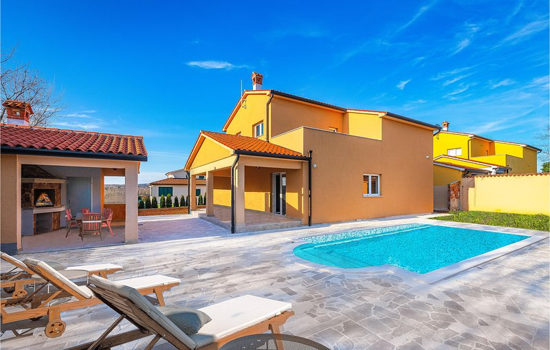 Stunning home in Topid with Outdoor swimming pool, WiFi and 4 Bedrooms (CIO302), holiday rental in Sveti Bartol
