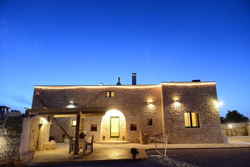 Tenuta Semeraro with private pool and wifi, holiday rental in Calabrese