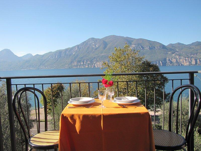 Residence Villa Margherita Appartamento Bilocale Con Balcone Vista Lago, Ferienwohnung in Castelletto