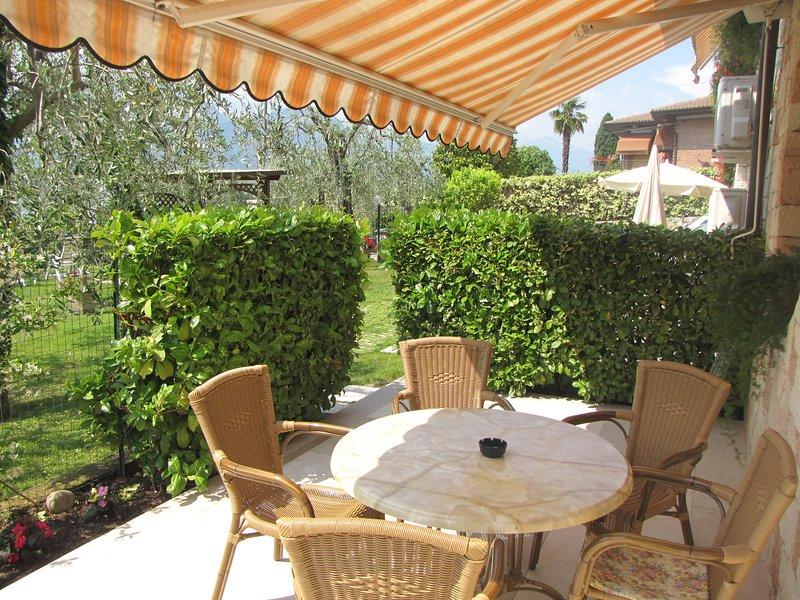 Residence Villa Margherita Appartamento Trilocale Piano Terra Terrazzo e piscina, Ferienwohnung in Castelletto