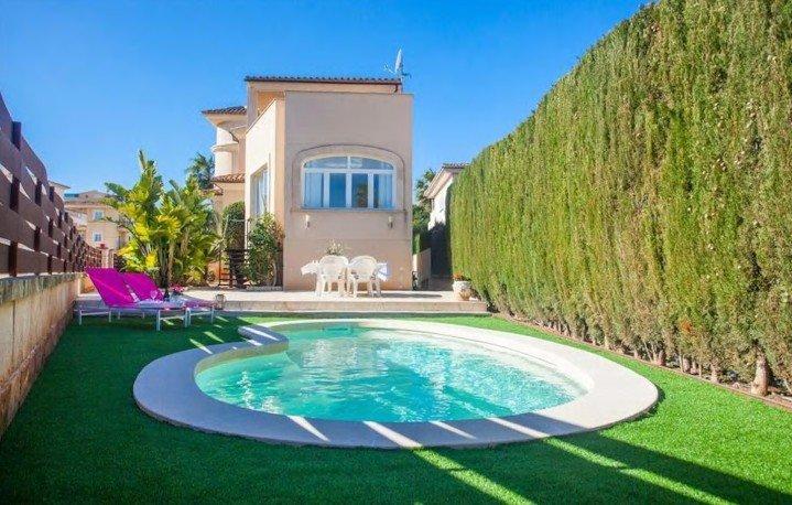 Geschmackvolle Villa mit Pool in Colonia Sant Jordi Nähe Es Trenc Strand, holiday rental in Colonia de Sant Jordi