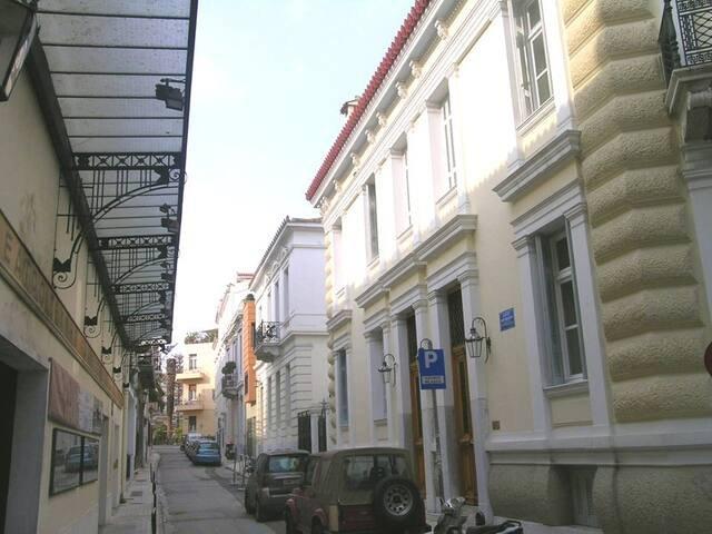 Frinichou street