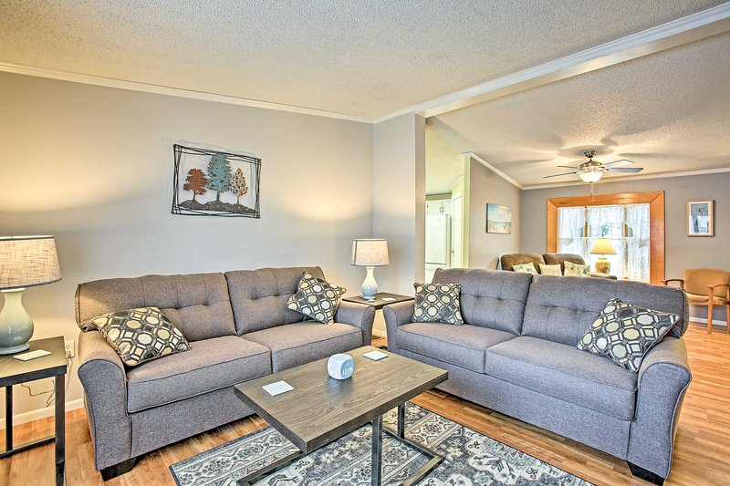 NEW! Up North Escape, Walk to Suttons Bay Beach!, holiday rental in Suttons Bay