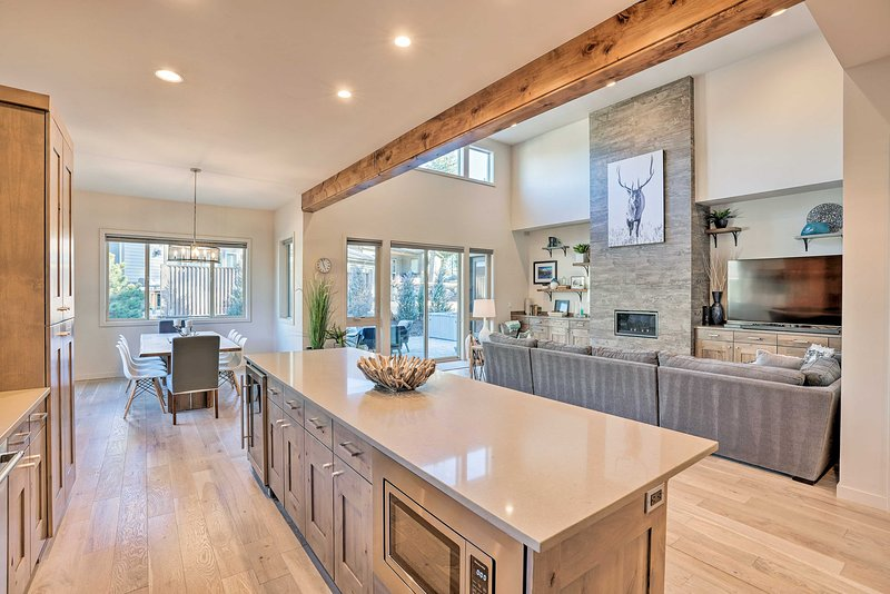 Book this stunning modern vacation rental in Bend, Oregon!
