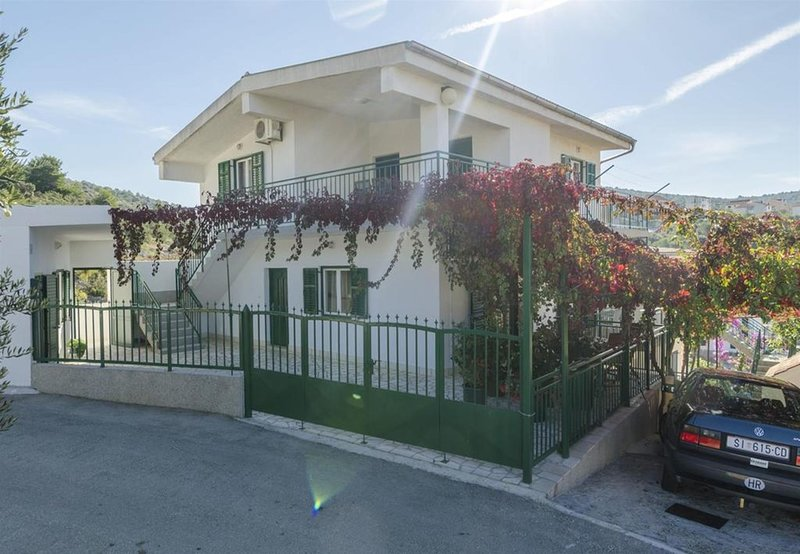 Neda SA3(2) - Primosten, vacation rental in Primosten
