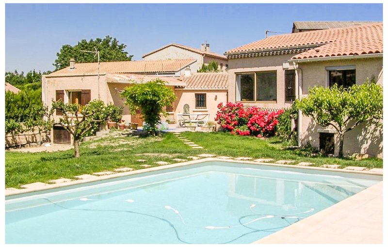 Beautiful home in Mirabel-aux-Baronnies with Outdoor swimming pool, WiFi and 2 B, holiday rental in Mirabel-aux-Baronnies