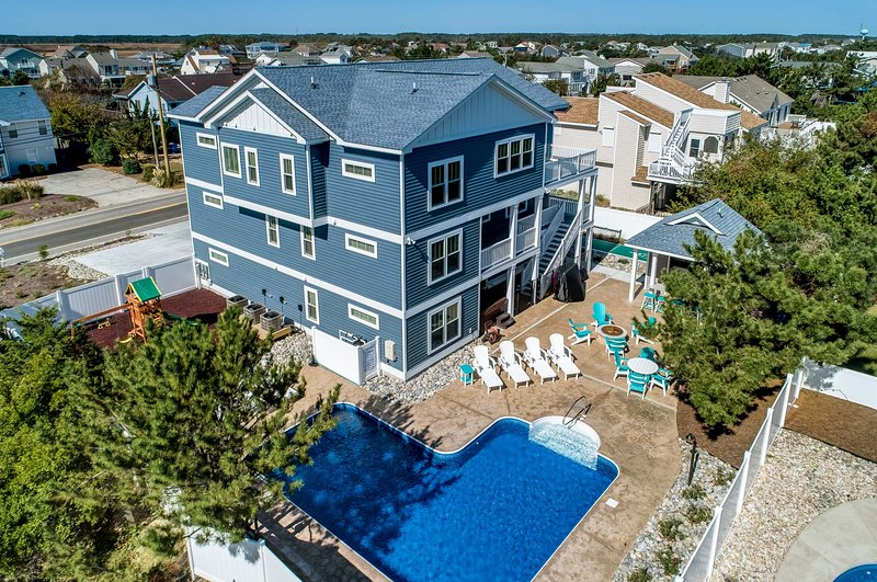All-Sea-Suns | 670 ft from the beach | Private Pool, Hot Tub, Dog Friendly, vakantiewoning in Virginia Beach