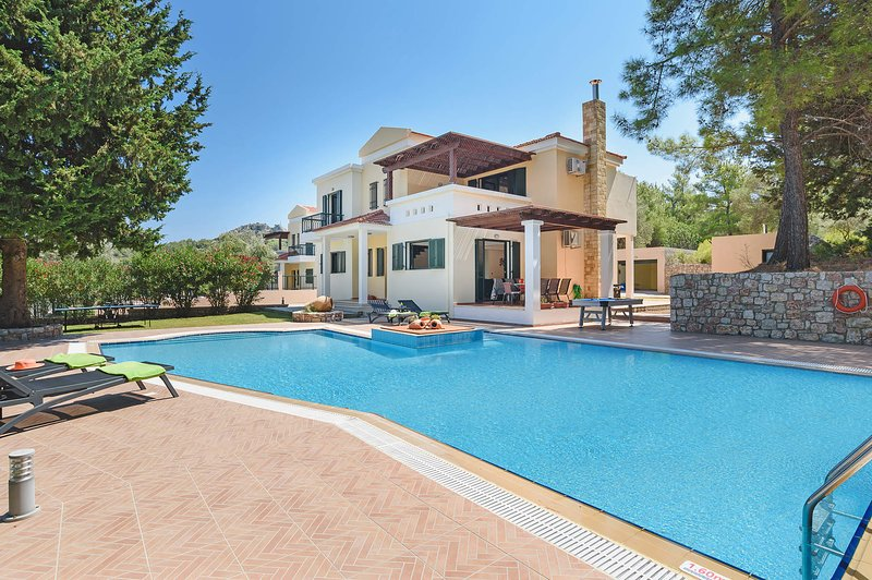 Seven Springs Villa Dimitra, holiday rental in Kolympia