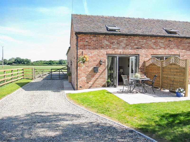 Cherry Tree Barn, Shawbury, holiday rental in Edstaston