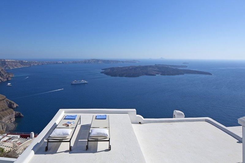 Villa Gaia - Santorini - 3 Bedrooms, holiday rental in Imerovigli