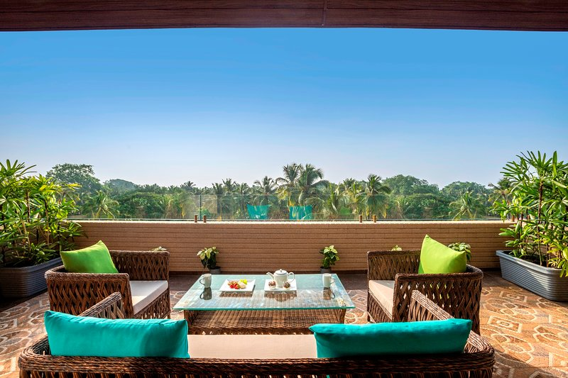 Grand Suite Room with Jacuzzi at Candolim, vacation rental in Candolim
