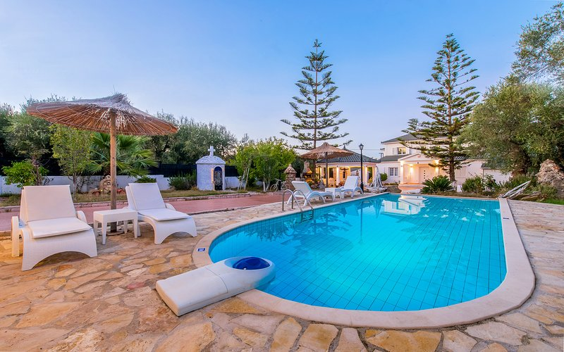 Offer for June: Luxurious Villa Ideal for Families, vacation rental in Tsilivi (Planos)