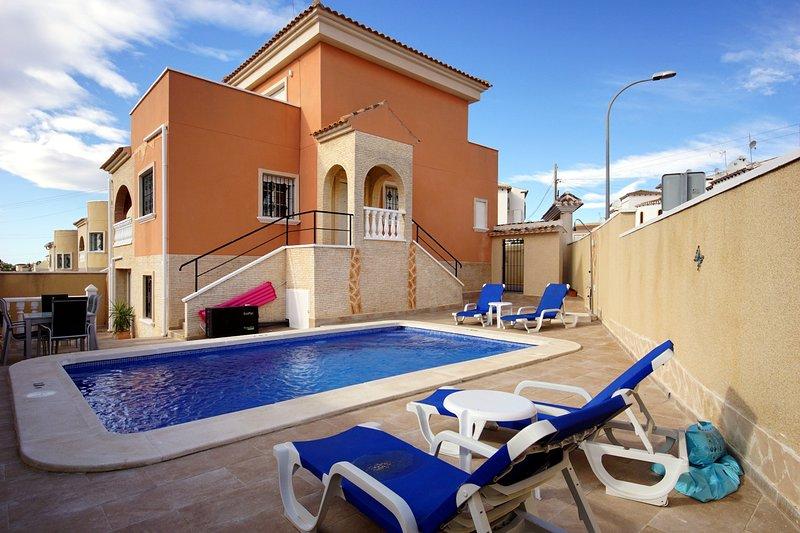 Private Spanish Villa 'Heart of the Costa Blanca', vacation rental in San Miguel de Salinas