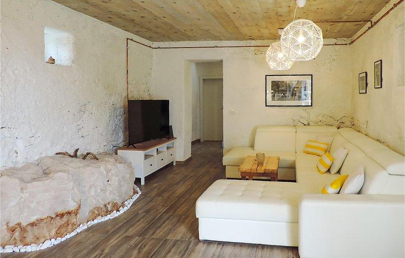 Amazing home in Labin with WiFi and 6 Bedrooms (CIO278), casa vacanza a Ruzici
