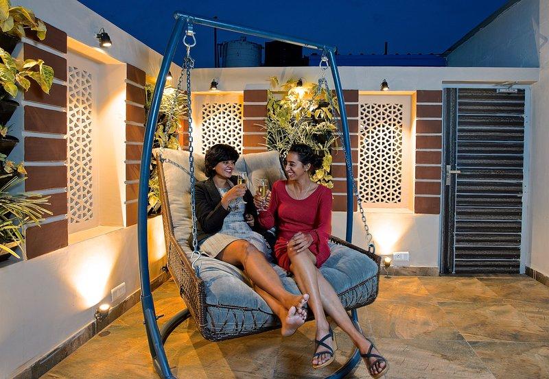 Posh Penthouse with Quaint patio & Cushy Double swing, location de vacances à Jaipur
