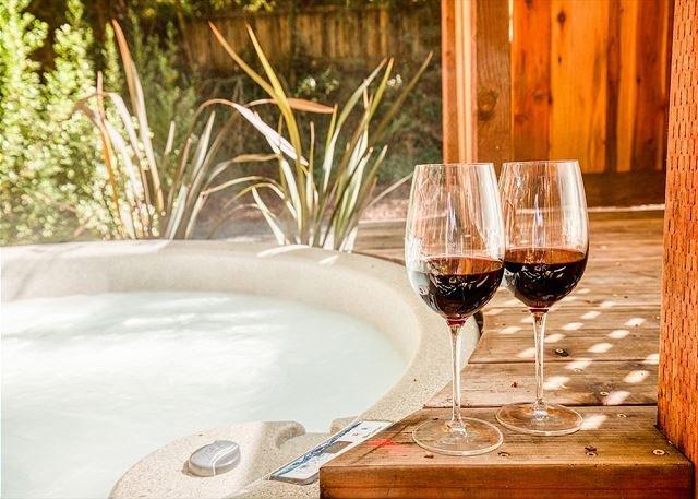 Redwood Retreat! Hot Tub! Walk to Beach/River!  Pet Friendly!, vacation rental in Duncans Mills
