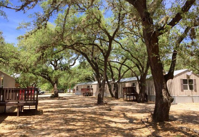 Furnished 2bed/2 bath house. 20 minutes from downtown san antonio!, casa vacanza a Pleasanton