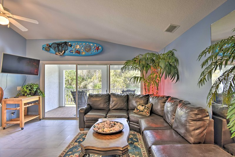 NEW! 'The Flying Mermaid' ~6Mi to New Smyrna Beach, vacation rental in Edgewater