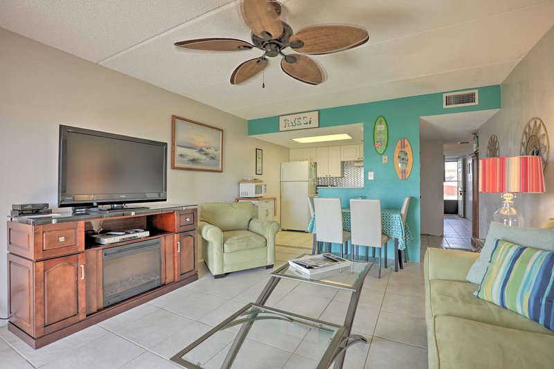 Quaint Beachfront Getaway w/Patio & Community Pool, holiday rental in Ormond-by-the-Sea