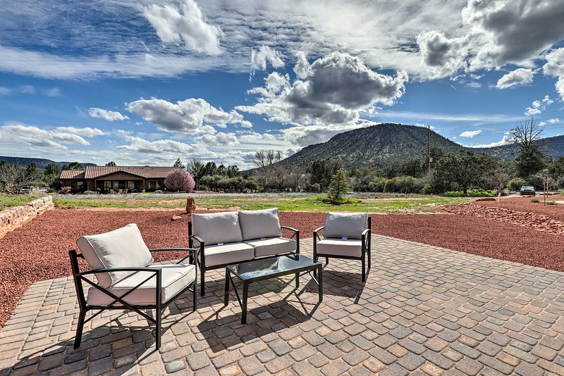 Red Rock Country Home with Patio & Mountain Views!, vacation rental in Rimrock