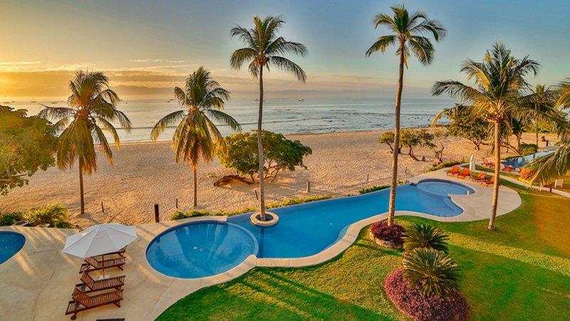50% Off -189-5* REVIEWS • BEACHFRONT on OCEAN •4 Seasons •CHEF & Maid •Premr Clb, location de vacances à Punta de Mita