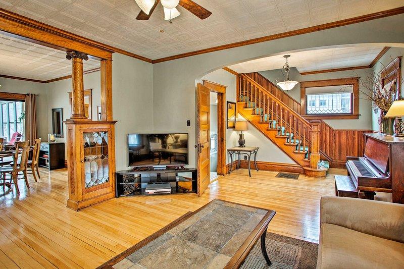 Updated Albert Lea Home By Fountain Lake & Main St, casa vacanza a Austin