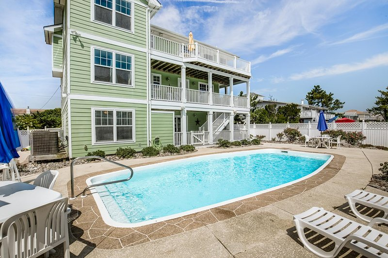 Koinania Cottage | 245 ft from the Beach | Private Pool, alquiler de vacaciones en Virginia Beach