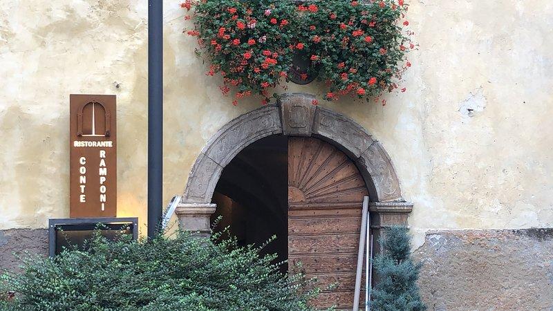 Conteramponichalet e' una villa del '500 con ristorante e 4 alloggi nuovi, Ferienwohnung in Caldes