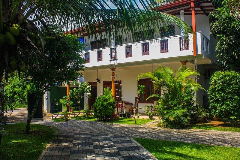 Neverbeen to Tithira's Guest House, holiday rental in Kamburugamuwa