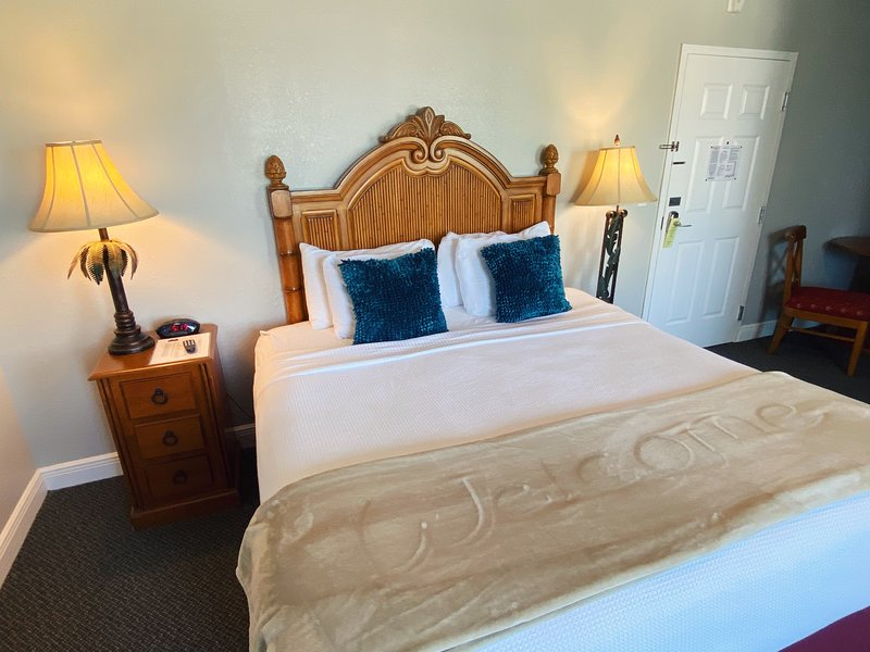 Clean, Safe, Cozy and Pet-Friendly!, vacation rental in Treasure Island