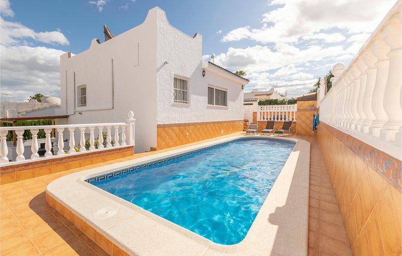 Awesome home in San Miguel de Salinas with WiFi and 3 Bedrooms (EBL824), alquiler vacacional en San Miguel de Salinas