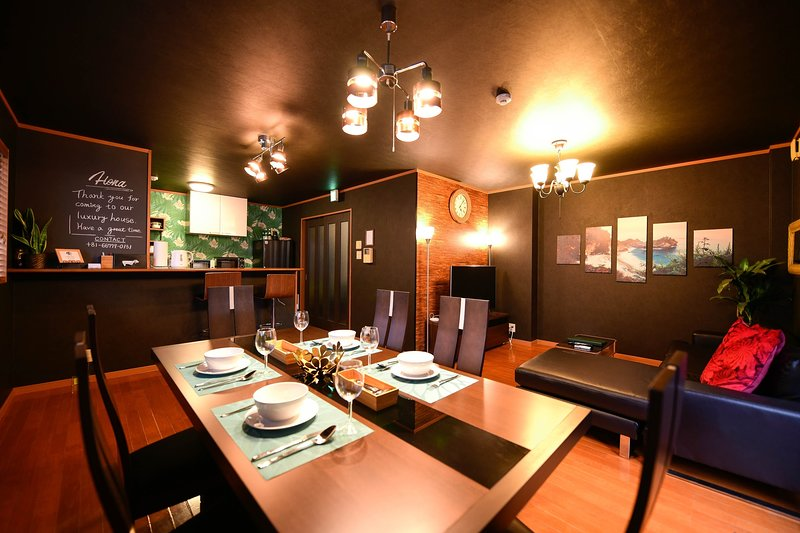 3min walk from JR station. 3BR 95㎡. Free transportation from airport(1way), vacation rental in Osaka