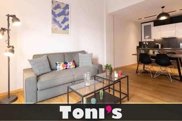 Toni's - 2BD Cute Apartment in Koukaki, holiday rental in Nea Smirni