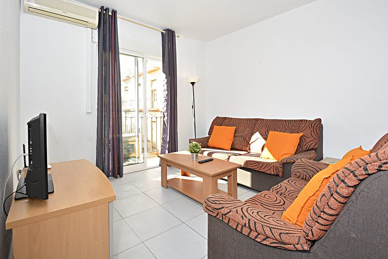 APARTAMENTOS PLAZA in the centre of the city,UAT425989, vacation rental in Benidoleig