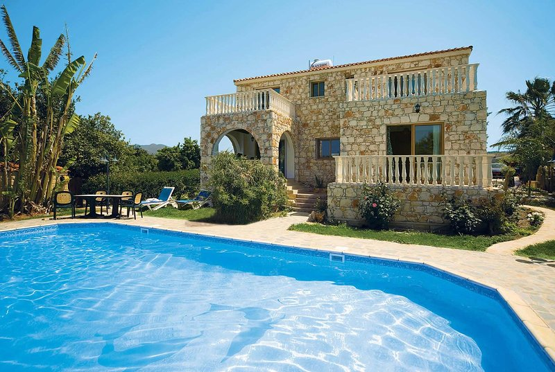 Stylish stone villa with private pool, vacation rental in Limni